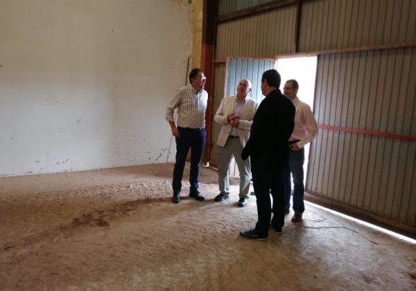 Acto de entrega de las llaves de las instalaciones que albergarán la planta de procesado de pistacho de APPISTACO