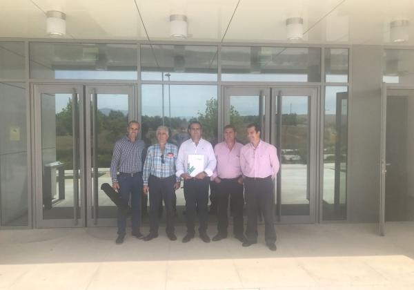 En la imagen, de izquierda a derecha, Paco Carrasco (Vicepresidente), Juan Parrilla (vocal), Julián Navarro (Presidente), José Galindo (vocal) y José Luis del Roj (secretario), miembros de APPISTACO