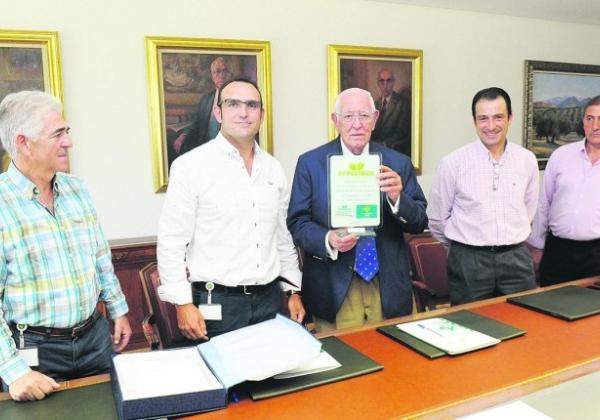 Caja Rural brinda su apoyo al colectivo de pistacheros
